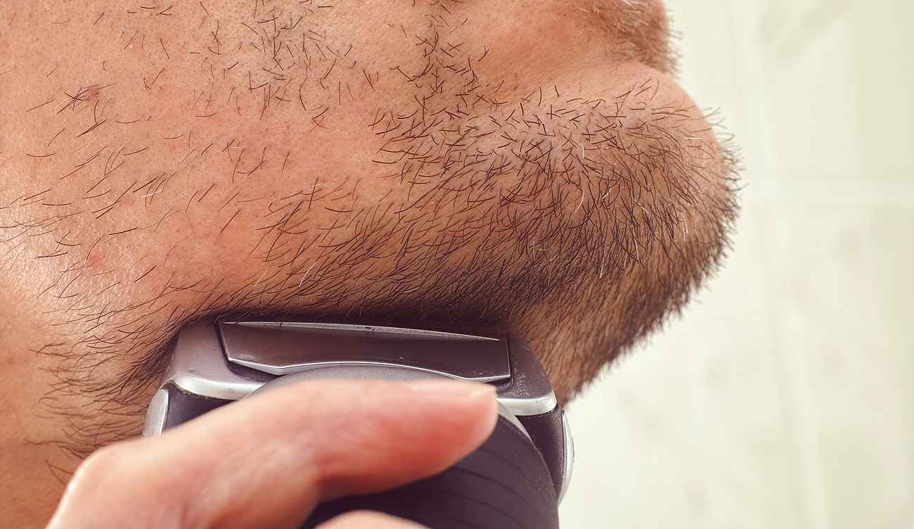 How To Prevent Ingrown Hairs And Razor Bumps By Using Electric Shavers?